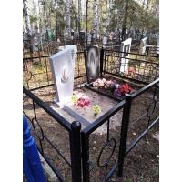 Покрасили ограду и памятник на Сормовском кладбище